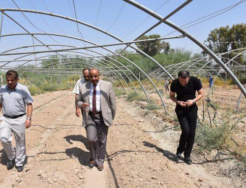 عميد المعهد التقني/الشطرة يتفقد احد المشاريع الطلابية الزراعية والأعمال الجارية لتهيئتها.